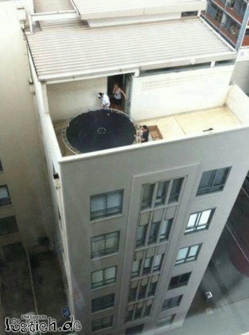 Trampolin auf dem Dach
