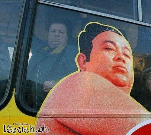 Auf und im Bus